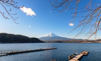 河口湖の富士山の風景
