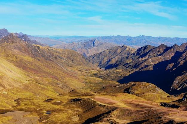 ペルー、ワラス近郊のアンデス山脈の高山の風景