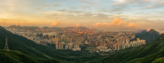 Пейзаж города гонконга во время солнечного света