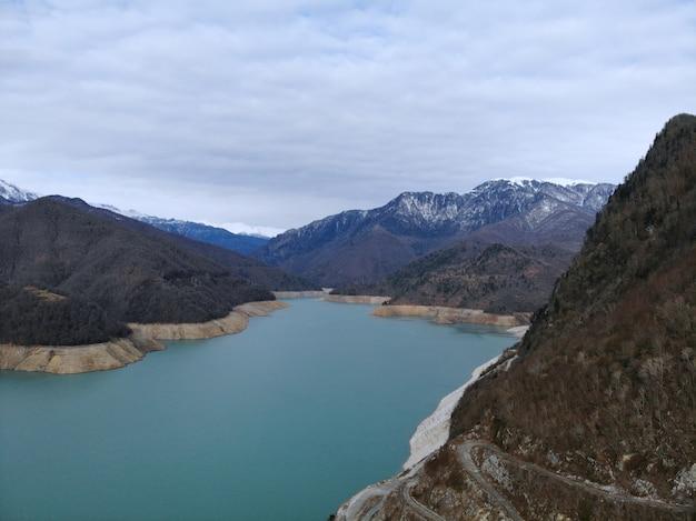 Пейзаж гидроэлектростанции в грузии