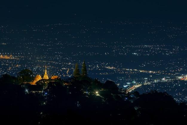 밤에 왓 도이 수텝 사원의 풍경 공중 보기, 치앙마이, 태국