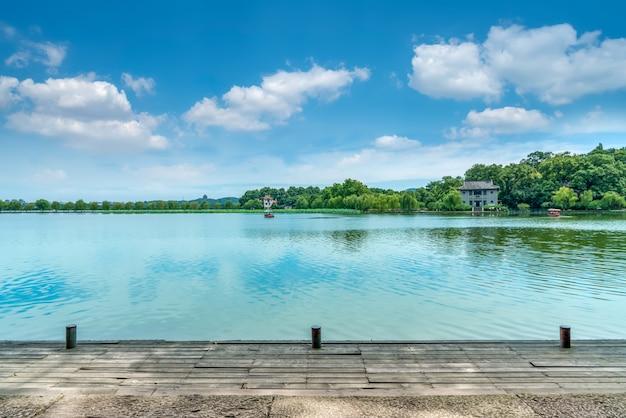 Пейзаж западного озера в ханчжоу