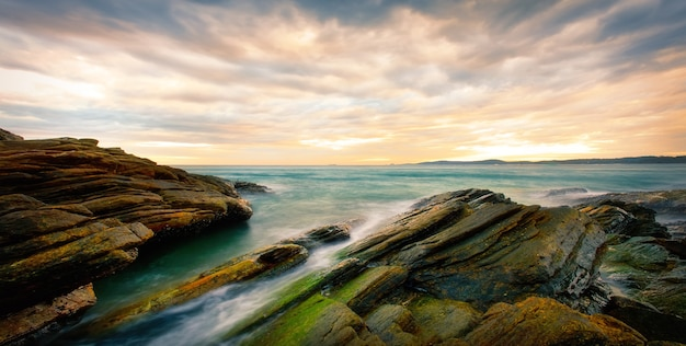 風景石と海