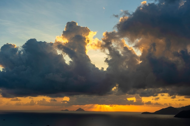 Landscape sunrise on hon chong cape, nha trang, vietnam. travel and nature concept. morning sky, clouds, sun and sea water