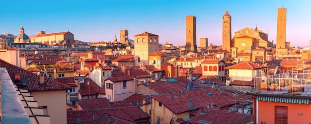 イタリアの晴れた日のボローニャの風景を見る