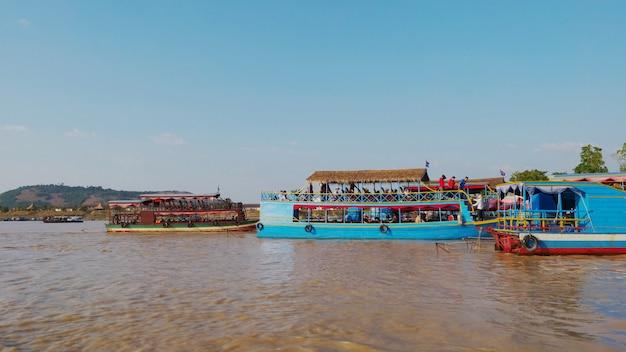 Пейзажный вид на озеро тонлесап в сием рип, камбоджа.