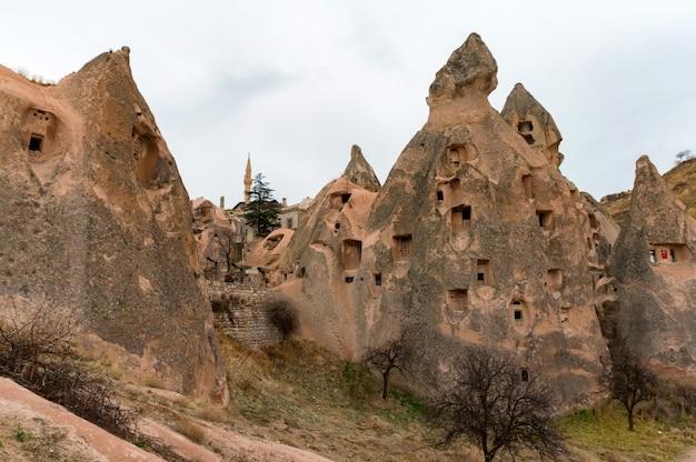 흐린 하늘 아래 uchisar, 카파도키아, 터키의 풍경보기