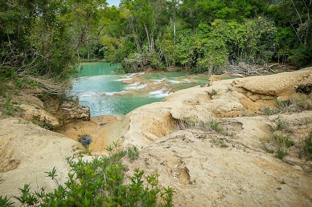 놀라운 폭포가 있는 풍경 agua azul chiapas 팔렌케 멕시코