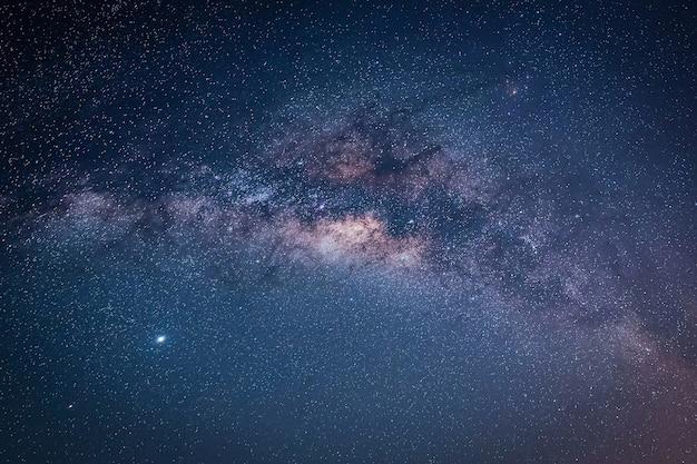 天の川銀河のある風景。星と夜空。