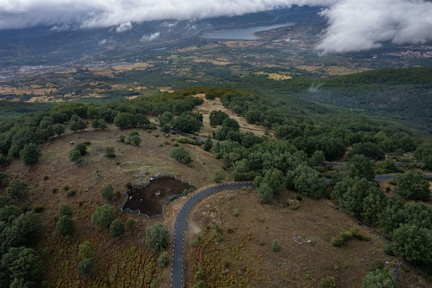 Пейзаж с горной дорогой в пуэрто-де-гондурас. испания.