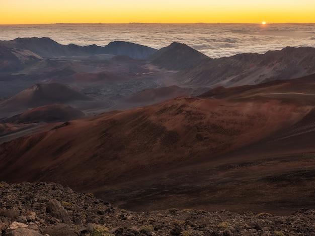Пейзаж с горными рельефами
