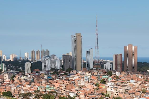 살바도르 바이아 브라질의 도시 사회적 대조가있는 풍경