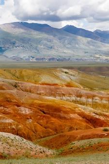 Пейзажи горного алтая. долина марса. горы в сибири, россия