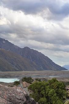 Пейзажи южных альп снежные вершины над озером тасман южный остров новая зеландия