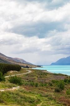 Пейзажи на южном острове озеро пукаки живописная дорога на гору кук новая зеландия