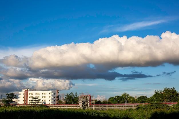 아름 다운 푸른 하늘과 흰색의 풍경 보기 배경 수 있습니다.