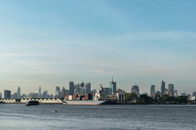 Ландшафтный дизайн, перевозка судов чао прайя речной маршрут в бангкоке, таиланд