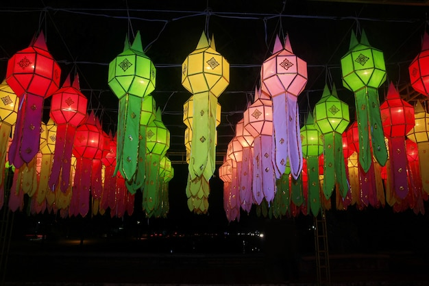 Красочное украшение фестиваля фонарика lanna, чиангмай, таиланд