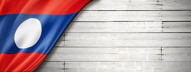 Флаг лаоса на старой белой стене. горизонтальный панорамный баннер.