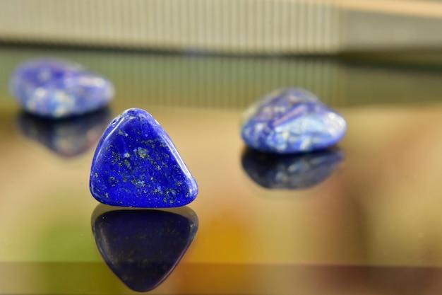 청금석 보석을 만들기위한 아름다운 자연적인 파란 돌