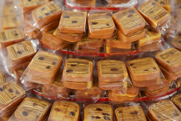 Lapis legit、伝統的なインドネシアの甘い層状ケーキのラック