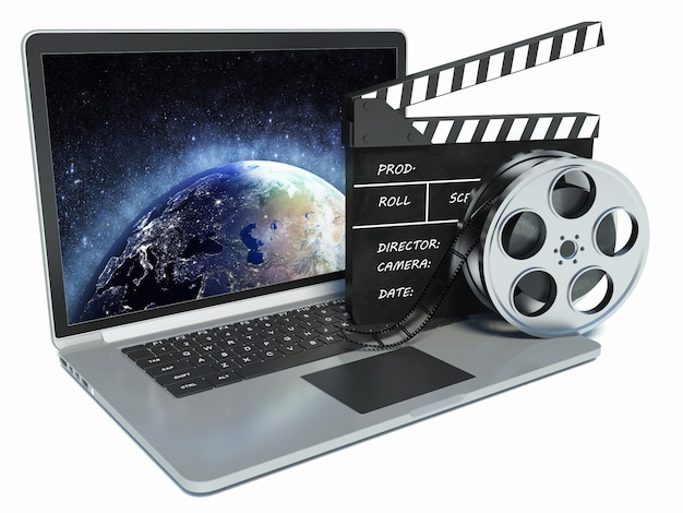 ノートパソコンと映画のクラップとフィルムリール