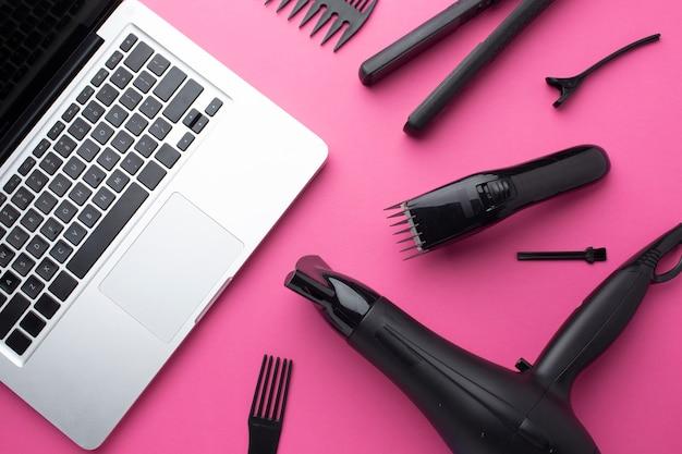 Ноутбук и оборудование для волос