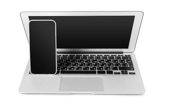 Ноутбук и мобильный телефон, изолированные на белом Premium Фотографии