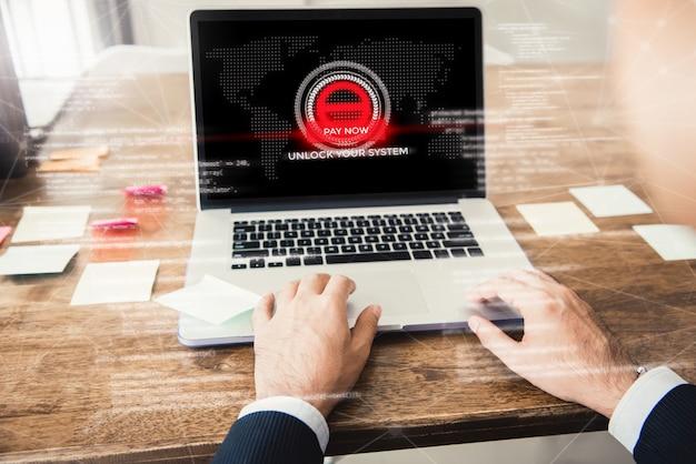 시스템과 노트북 컴퓨터가 랜섬웨어에 의해 갇혀