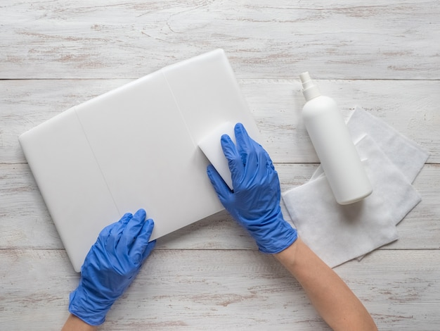 Laptop disinfection to protect yourself from bacteria and viruse