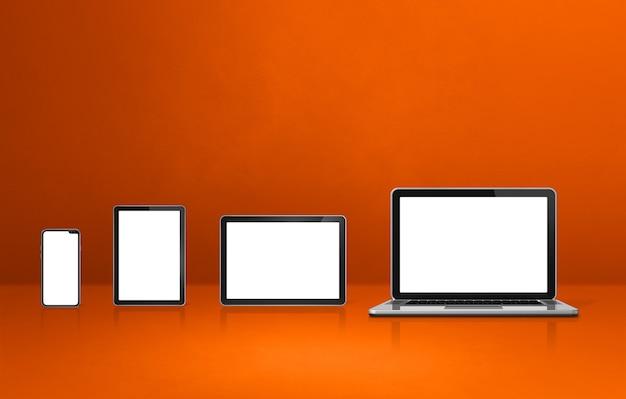 오렌지 사무실 책상에 노트북, 휴대 전화 및 디지털 태블릿 pc. 3d 일러스트레이션