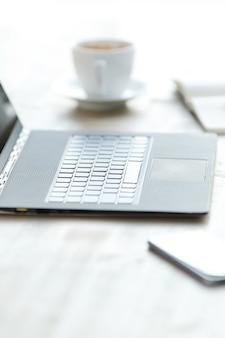 책상에 노트북