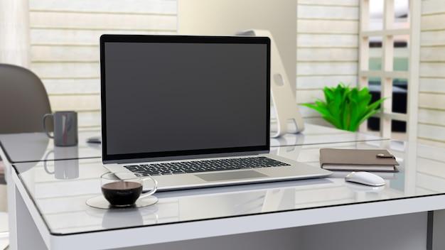 テーブルの上のノートパソコン。