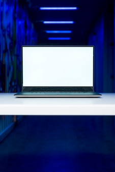 Шаблон экрана ноутбука с концепцией взлома