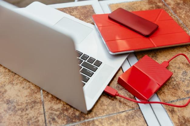 ノートパソコン、スマートフォン、ノートブックが登場