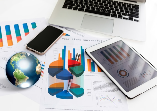 Ноутбук, планшет и телефон вместе с графикой Бесплатные Фотографии