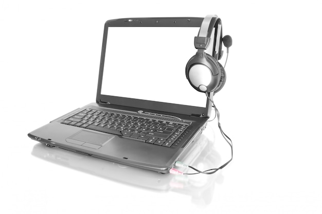 Ноутбук со стереогарнитурой