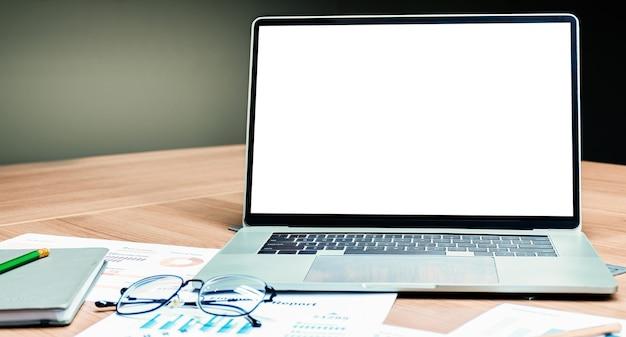 白いガラ場ディスプレイ付きノートパソコン