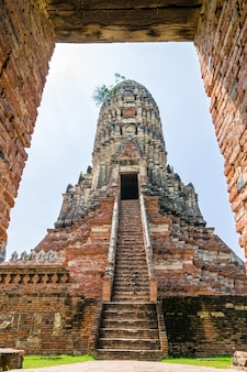 Large ancient pagoda looking through the door frame of wat chaiwatthanaram is buddhist temple, famous and major tourist attraction religion, phra nakhon si ayutthaya historical park, thailand
