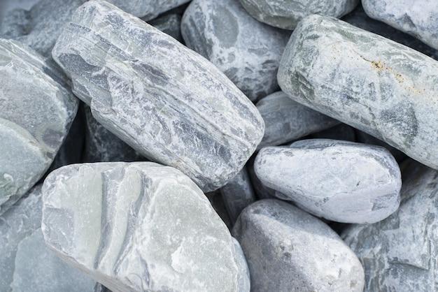 表面装飾用の大きな青灰色の石畳、クローズアップ。天然石のテクスチャ背景、上面図