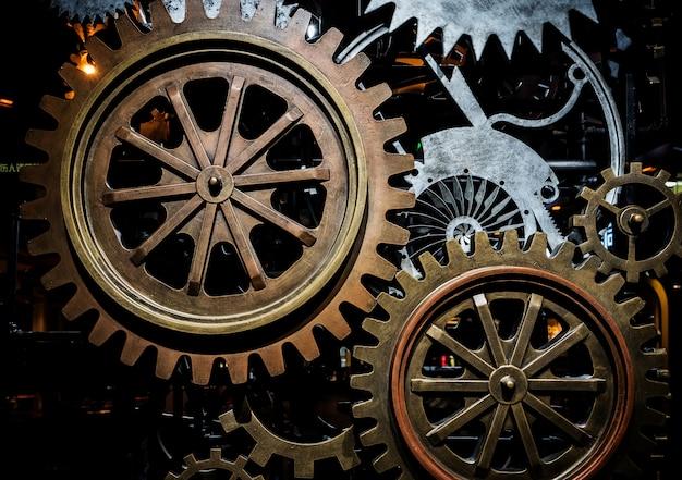 모터의 대형 톱니 바퀴