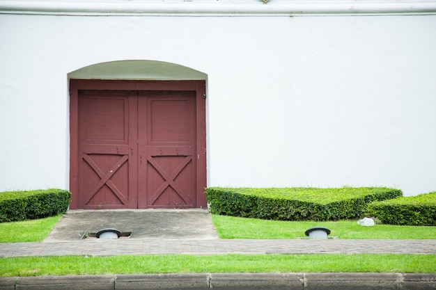 大きなドア。