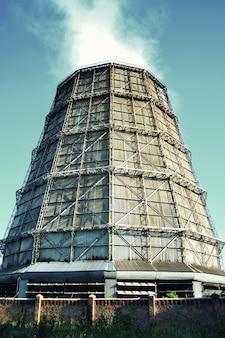 슬레이트의 대형 공장 굴뚝