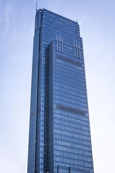 大きなガラスの建物