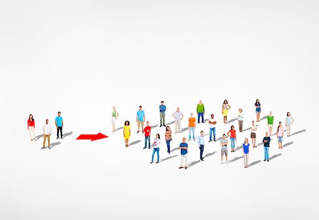 多民族の多様なカラフルな人々の大規模なグループ