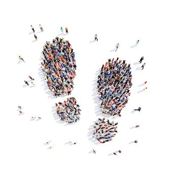 Большая группа людей в виде следов обуви изолированный белый фон