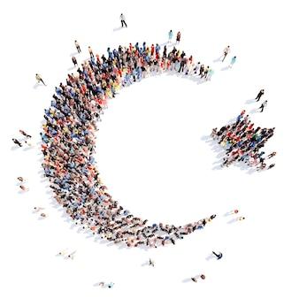 Большая группа людей в виде знака ислама, изолированные на белом фоне