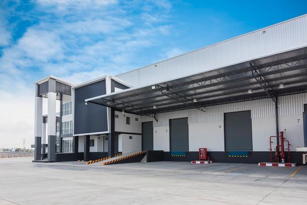 大規模な近代的な倉庫の建物