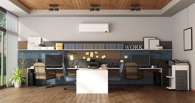 4つのワークステーションを備えた大規模オフィス
