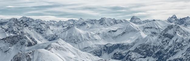 ネーベルホルン山、バイエルンアルプス、オーベルストドルフ、ドイツからの大きなパノラマビュー